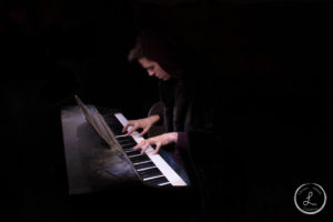 light painting, portrait light painting, piano, playing piano, music photography